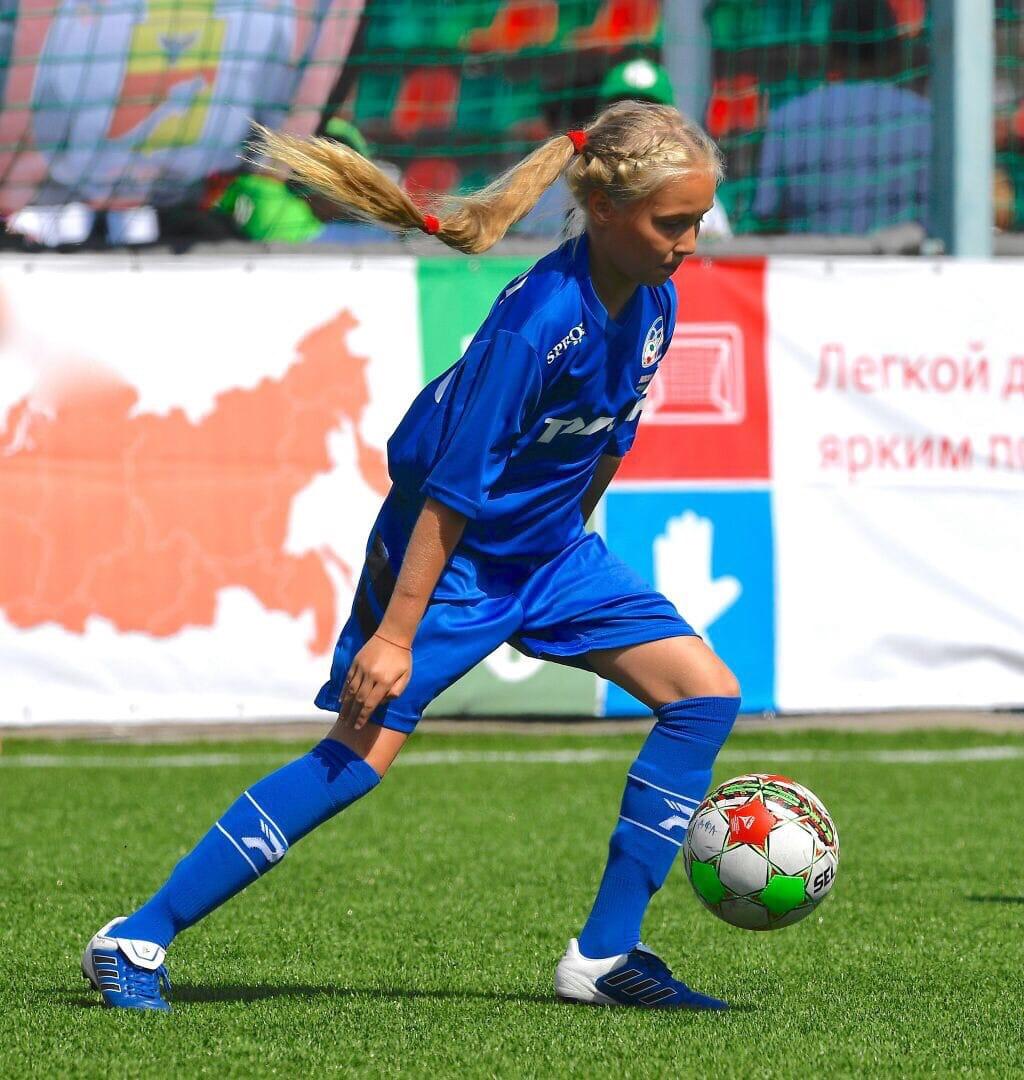 Поздравляем Елизавету Груздеву с победой в Первенстве России по футболу среди спортивных школ